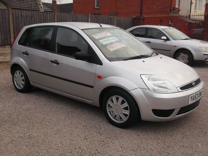 View FORD FIESTA 1.4 GHIA 16V 5 DOOR HATCHBACK