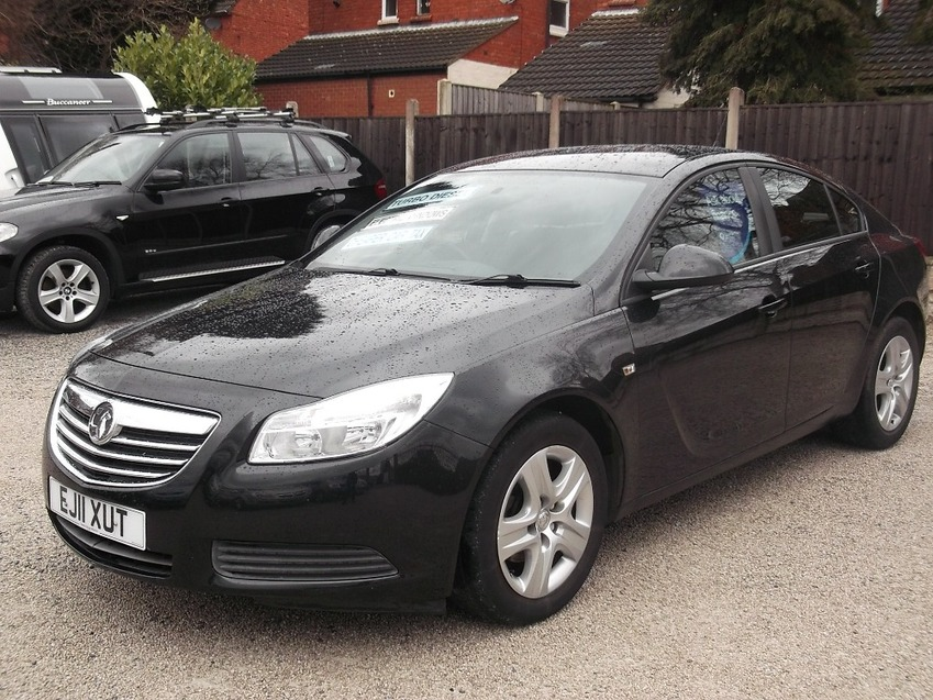 View VAUXHALL INSIGNIA 2.0 ES CDTI TURBO DIESEL 5 DOOR HATCHBACK